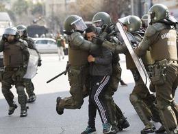 智利学生游行 防爆警察镇压[图集]