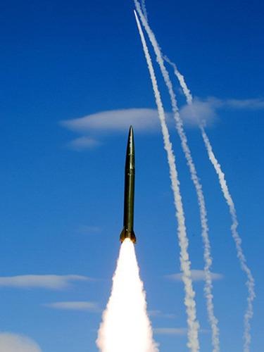 提升战力<br>二炮多型导弹同步齐射[图集]