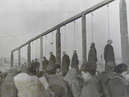 苏联士兵绞死德战犯现场