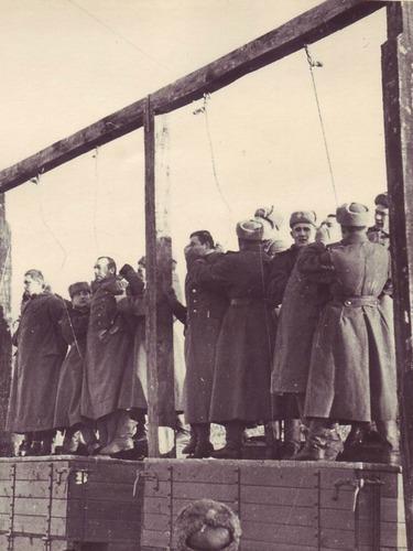 苏联士兵绞杀德国战犯[图集]