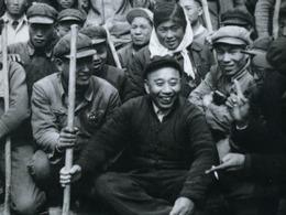 王震在新疆罕见旧照曝光