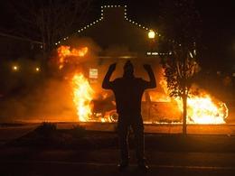 弗格森枪击案引发骚乱蔓延全美[图]