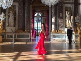 莫文蔚红裙香肩显优雅
