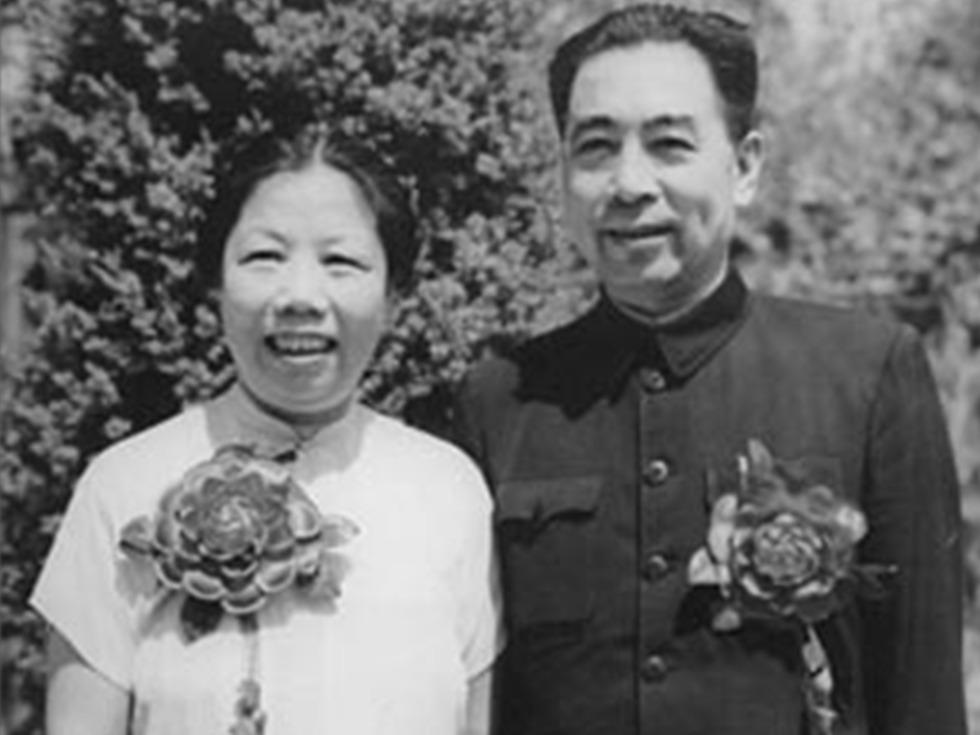 1992年7月11日,邓颖超在北京病逝。7月18日,根据邓颖超遗愿,其骨灰撒入天津海河。(图源:维基百科公有领域)