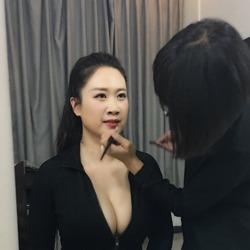 芙蓉姐姐晒化妆照<br>头扎马尾十分减龄