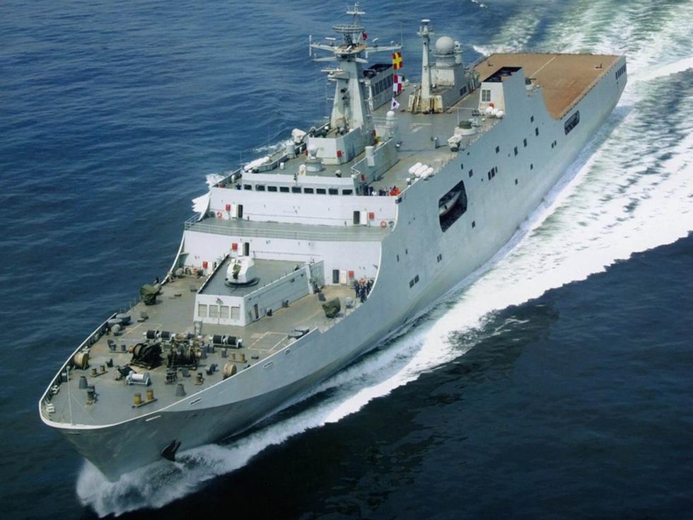 解放军第5艘071两栖船坞登陆舰曝光
