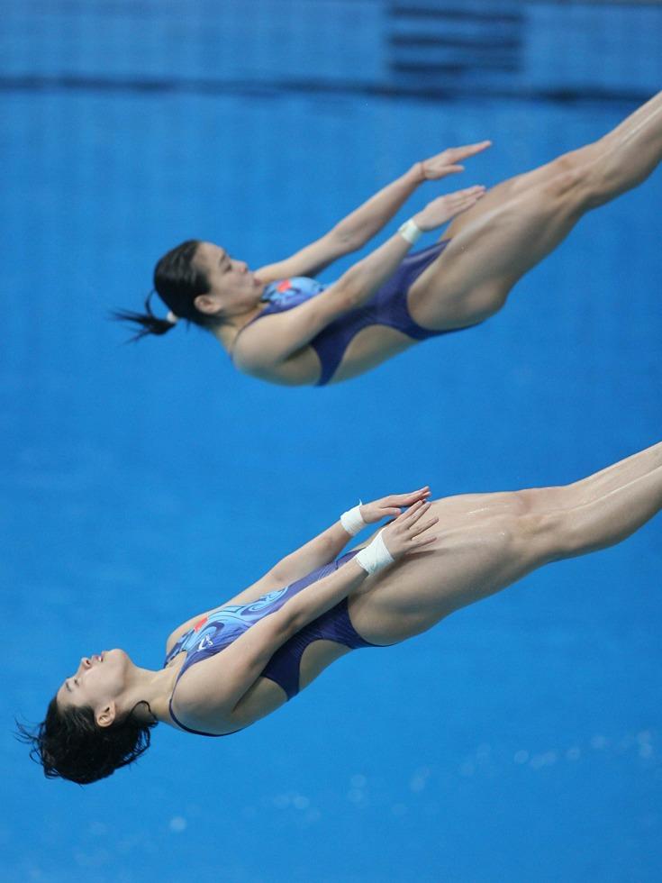再加上她靓丽的外表,跳水队内追求她的帅哥越来越多,赵沁心因此而分