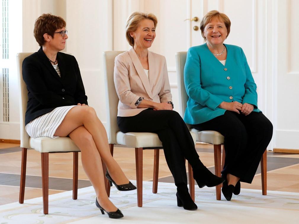 """德国政界三位女强人同框 """"小默克尔""""出任德防长[图集]"""