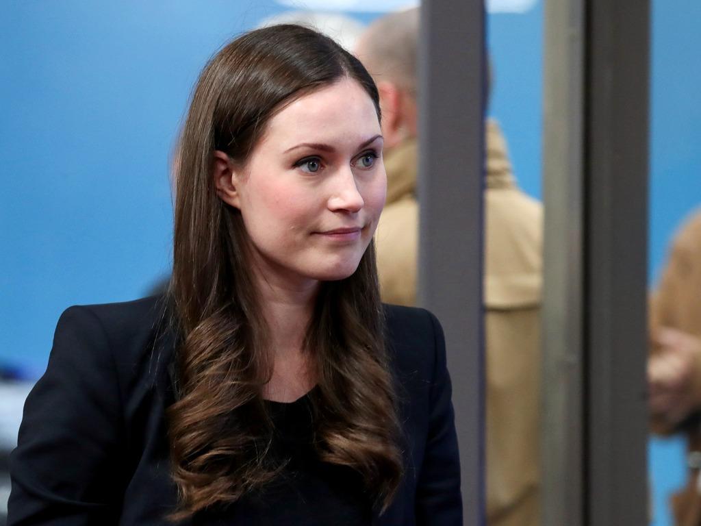 芬兰女总理出席欧盟峰会受注目 与马克龙相谈甚欢[图集]